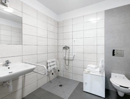 łazienka przystosowana dla osób niepełnosprawnych w apartamencie nr 3